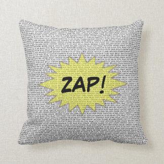 O super-herói cómico fala o travesseiro almofada