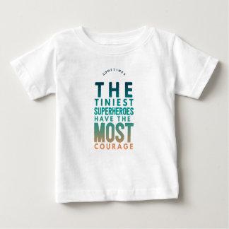 O super-herói o mais minúsculo camiseta para bebê