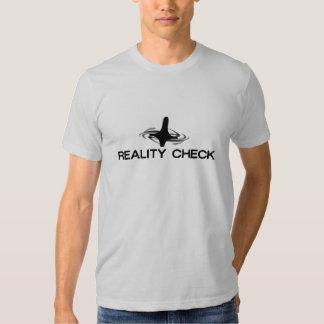 O T dos homens do início: Confrontação com a T-shirt