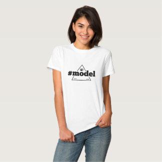 O t-shirt básico das mulheres do #model