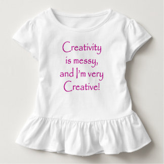 O t-shirt bonito da menina camiseta infantil