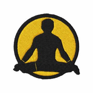 O t-shirt bordado dos homens da ioga