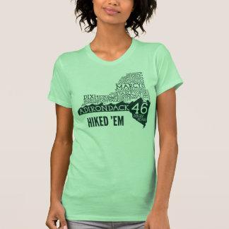 O t-shirt das mulheres caminhadas ADK46 (logotipo