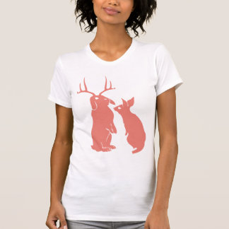 O t-shirt das mulheres do coelho transformado