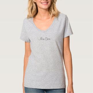 O t-shirt das mulheres, meio com frase francesa