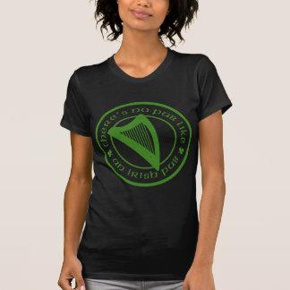 O t-shirt das mulheres negras irlandesas da harpa