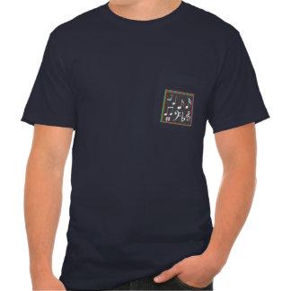 O t-shirt do bolso do modelo, adiciona ou suprime