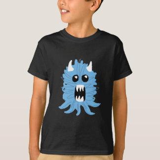 O t-shirt do menino azul do monstro