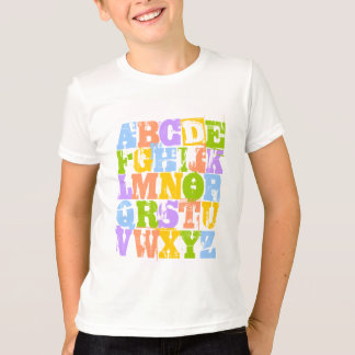 O t-shirt do miúdo de ABC - o alfabeto