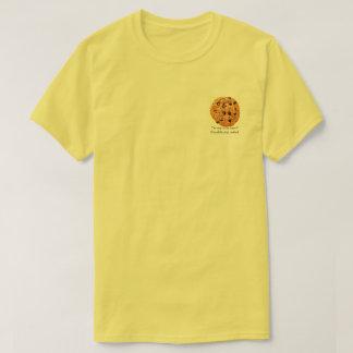 O t-shirt dos homens do biscoito dos pedaços de camiseta