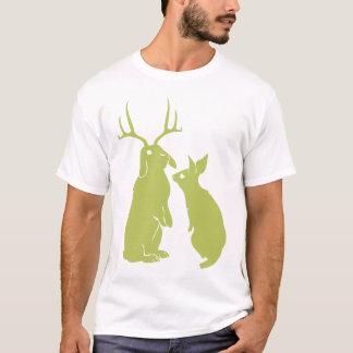 O t-shirt dos homens do coelho transformado