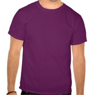 O t-shirt escuro dos homens da cruz do ferro de Ea
