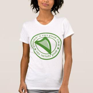 O t-shirt irlandês de mulheres brancas da harpa do