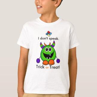 O t-shirt não verbal do Dia das Bruxas caçoa o Camiseta
