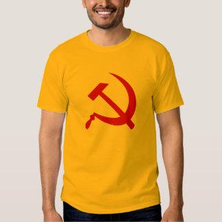 O t-shirt (vermelho) dos homens do martelo e da