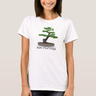 O tamanho importa camisa de jardinagem dos bonsais