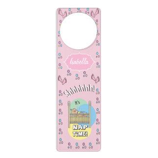 O tempo   da sesta do bebé personaliza sinais para porta