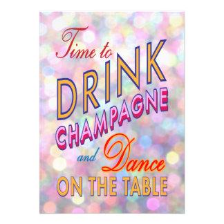 O tempo de ano novo brilhante beber Champagne Convites