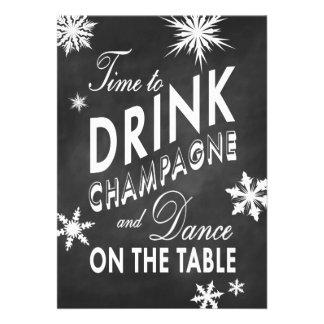 O tempo de ano novo do giz beber Champagne convida Convites Personalizados