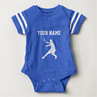 O tênis azul feito sob encomenda ostenta o body para bebê