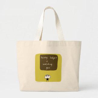 O texugo de mel está olhando-o bolsa