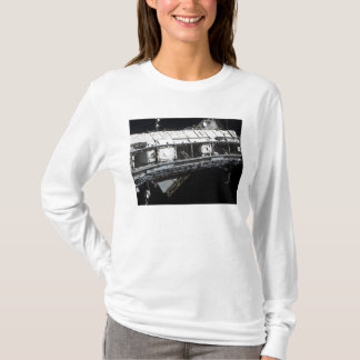 O tru estibordo da estação espacial internacional camiseta