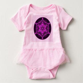 O tutu cor-de-rosa do bebé body para bebê