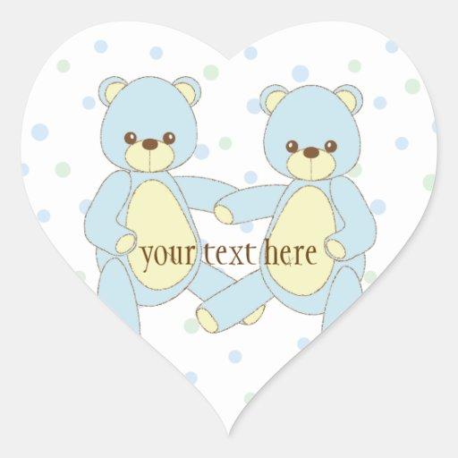 O urso de ursinho junta a etiqueta adesivos em forma de corações
