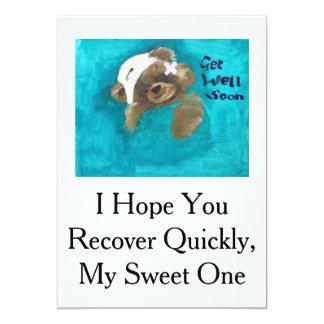 O urso de ursinho obtem o cartão bom