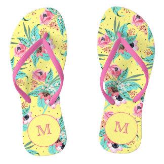 O verão colorido floresce chinelos do amarelo do