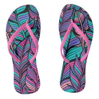 O verão equipa chinelos coloridos do estilo de