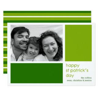 O verde obstrui o cartão com fotos do Dia de São