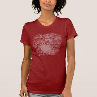 """O vermelho """"aceita"""" a camisa carimbada"""