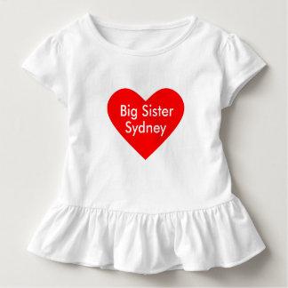 O vestido da irmã mais velha personaliza com nome
