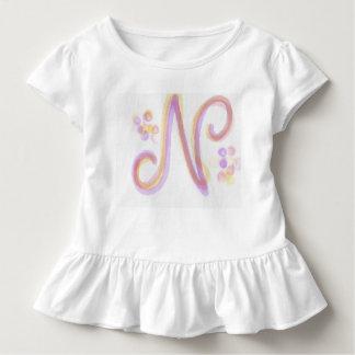 O vestido do bebê da letra N