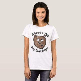 O vintage adota uma camisa do animal de estimação