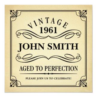 O vintage envelhecido ao aniversário engraçado da convite quadrado 13.35 x 13.35cm