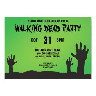O zombi arma o partido do Dia das Bruxas Convite 12.7 X 17.78cm