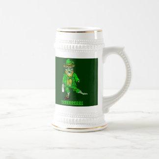o zombi do leprechaun quer a cerveja caneca de cerveja