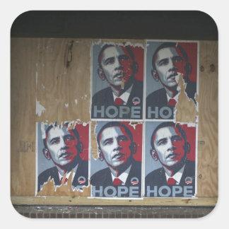 Obama assina dentro uma janela embarcada de um adesivo quadrado