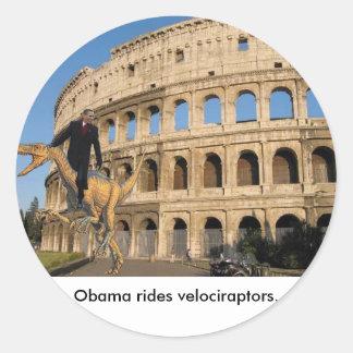 Obama monta velociraptors. adesivo em formato redondo