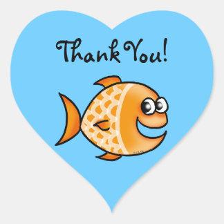 Obrigado bonito dos peixes dos desenhos animados adesivo em forma de coração