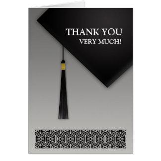 Obrigado cartão dobrado chapéu negro da graduação