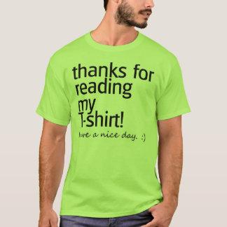 """""""Obrigados para ler"""" a camisa (texto preto)"""