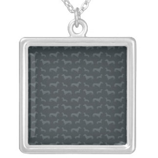 Obscuridade bonito - teste padrão cinzento do colar com pendente quadrado