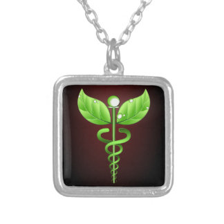 Obscuridade verde da medicina alternativa do colar banhado a prata