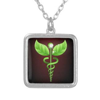 Obscuridade verde da medicina alternativa do colar com pendente quadrado
