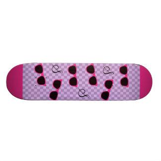 Óculos de sol cor-de-rosa e fundo Checkered roxo Skate Boards