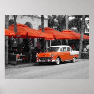 Oldtimer na movimentação Miami Beach do oceano