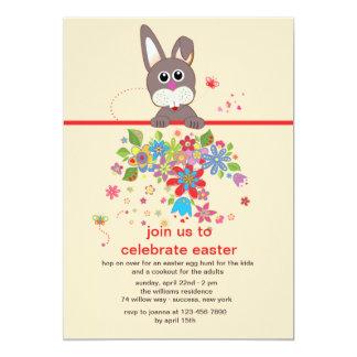 Olhando o convite de festas da páscoa